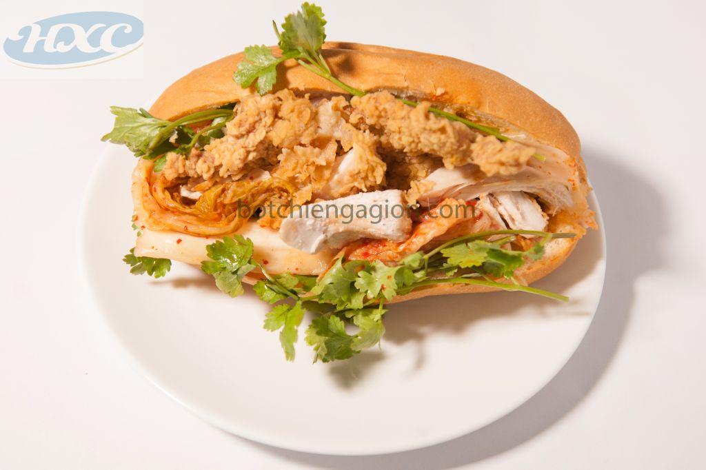 Cách làm bánh mỳ kẹp thịt gà rán với kim chi